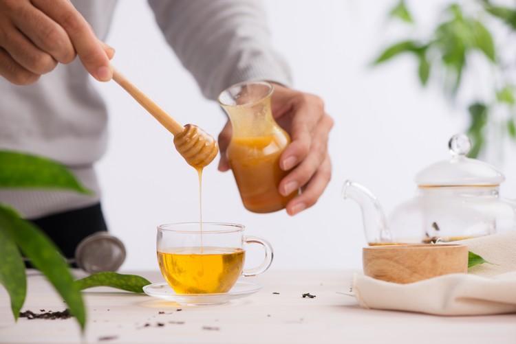 Miel dans boisson chaude