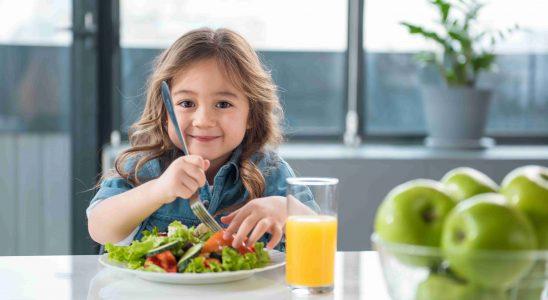enfants manger des légumes