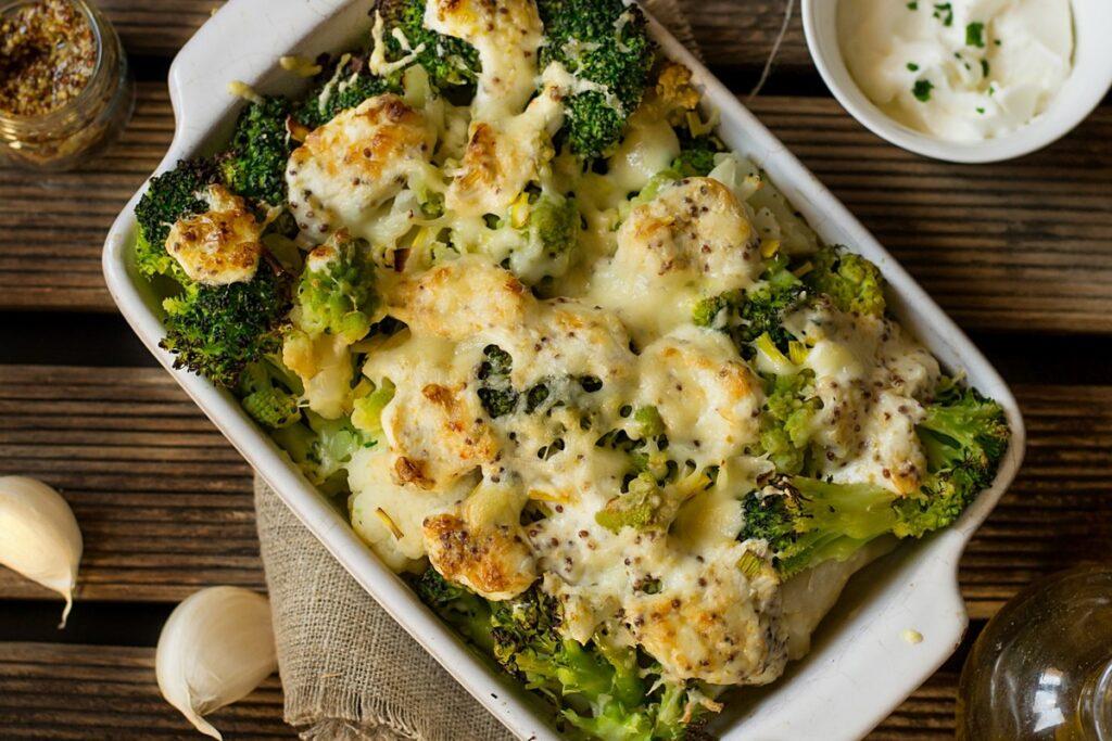 gratins de légumes avec saucce.